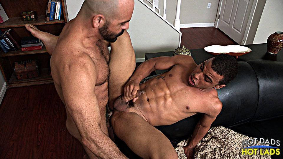 Hot Muscley Gay Amateur Fucks Ass