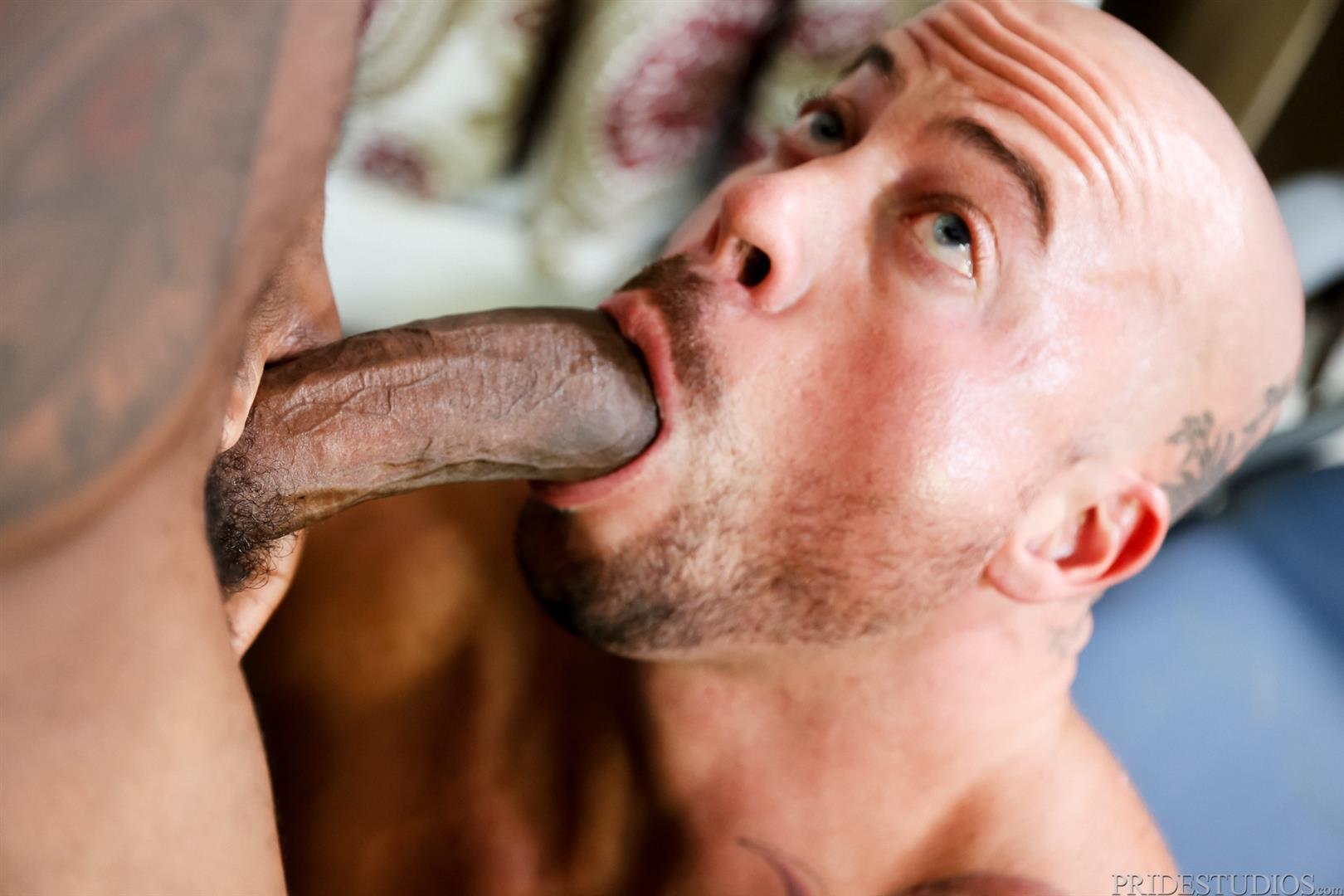 Sean-Duran-and-Osiris-Blade-Extra-Big-Dicks-Black-Cock-Interracial-Amateur-Gay-Porn-07 White Muscle Hunk Takes A Big Black Cock Up The Ass During A Job Interview