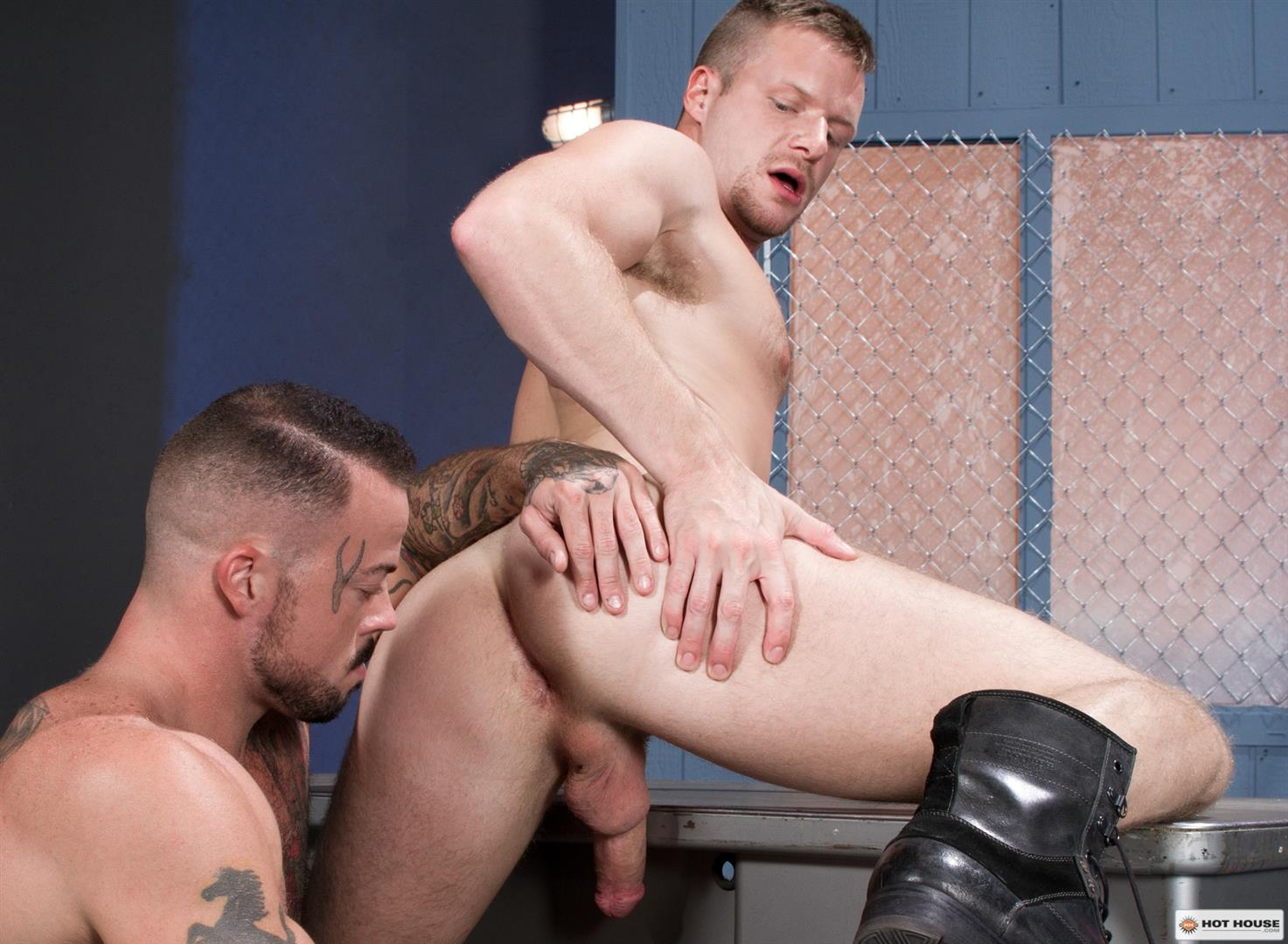 Hot-House-Brian-Bonds-and-Sean-Duran-Male-on-Male-Prison-Sex-Amateur-Gay-Porn-09 Correctional Officer Brian Bonds Gets Fucked By Inmate Sean Duran