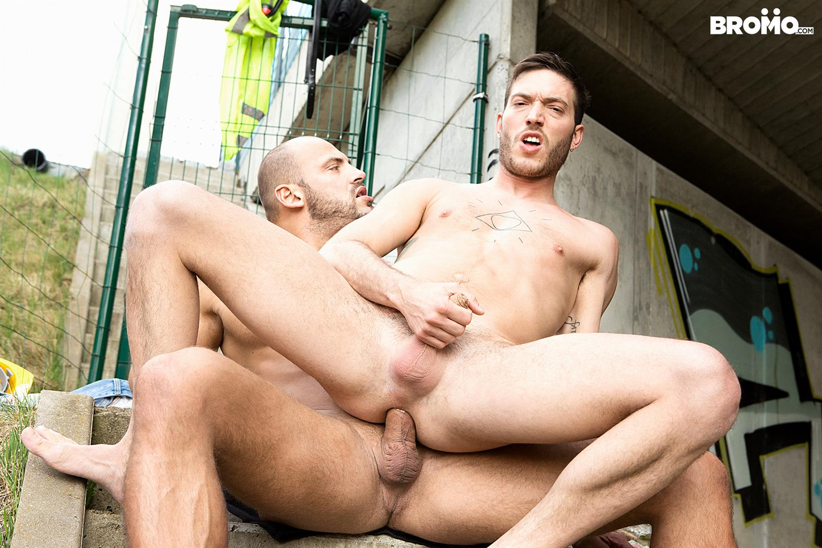 Bromo-Rico-Fatale-and-Tomm-Construction-Worker-Bareback-Sex-Video-17 Getting Bareback Fucked By A Construction Worker With A Big Uncut Cock